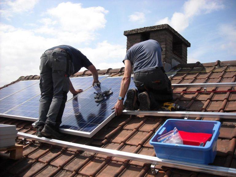 Energia słoneczna może zapewnić gospodarstwom domowym duże oszczędności