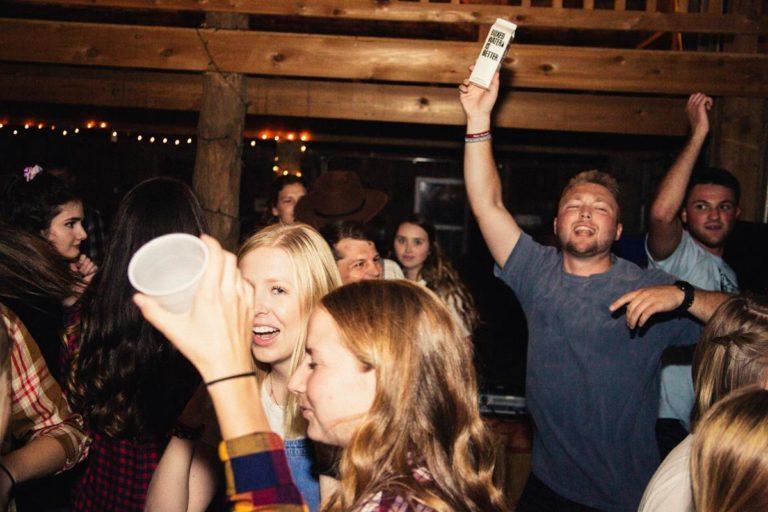 Czy w Krakowie można zorganizować imprezę na łódce?