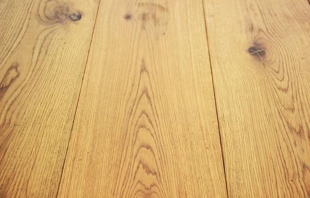 Co należy wziąć pod uwagę wybierając kolorystykę podłogi